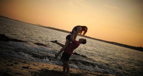 No verão, todo encontro pode ser inesquecível.