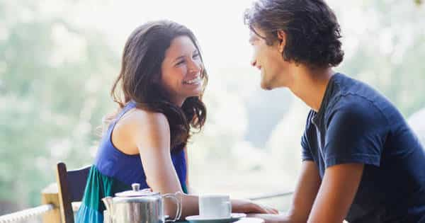 6 sinais de que você está querendo sair com sua amiga