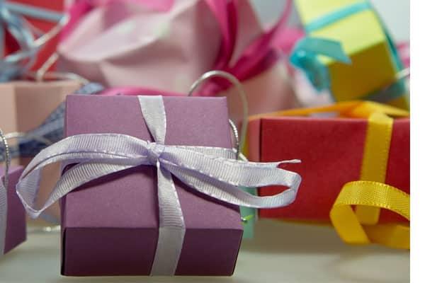como fazer um homem te dar presentes